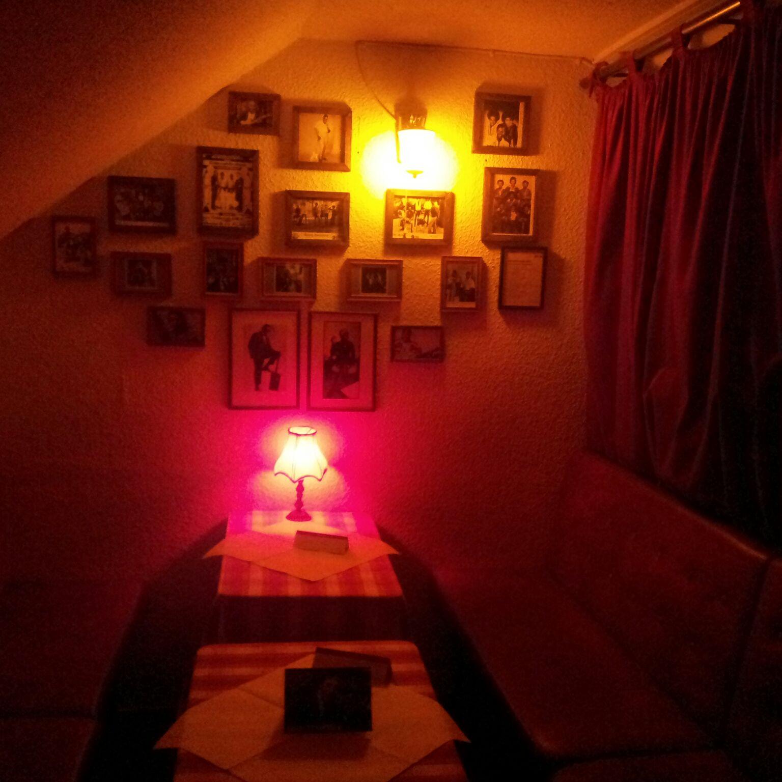 Wildes Wohnzimmer Die Bar Zum Wolf Liebes Munchen