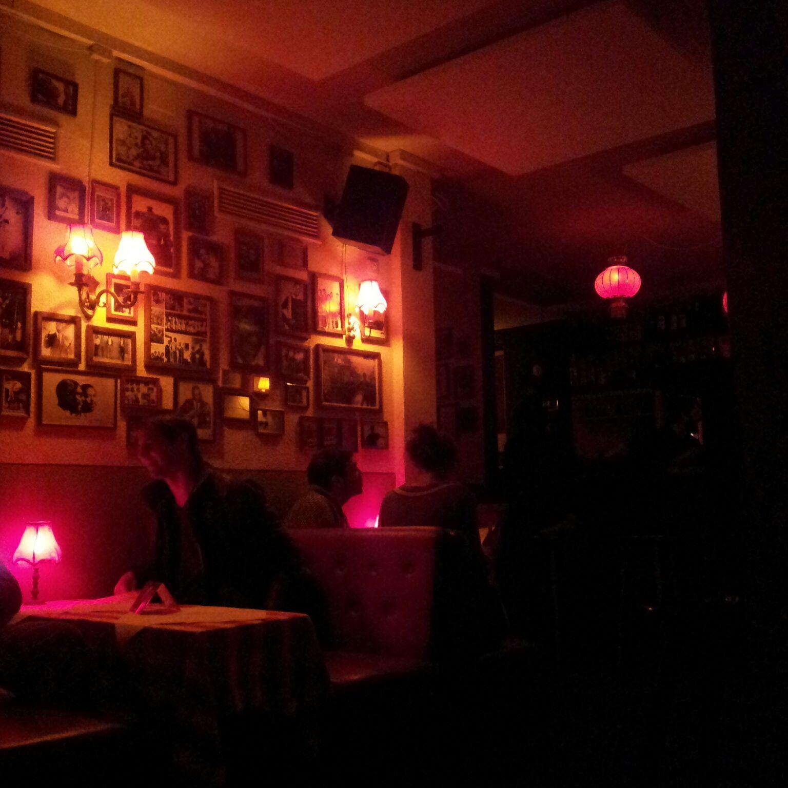 wildes wohnzimmer: die bar ?zum wolf? ? liebes mÜnchen - Kleine Bar Im Wohnzimmer