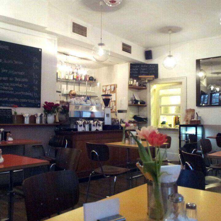 Passt zum Isarspaziergang: Das Café Hüller